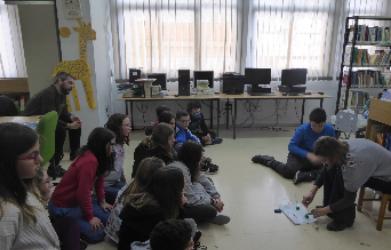 El taller d'experiments de la Biblioteca reunix 40 alumnes de sisè de primària