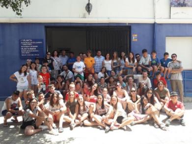 Una trentena de xiquetes i xiquets de Vallecas coneixen el mar a Bellreguard