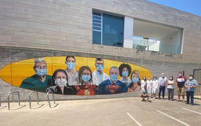 Bellreguard rinde homenaje a los sanitarios con un mural junto al centro de salud