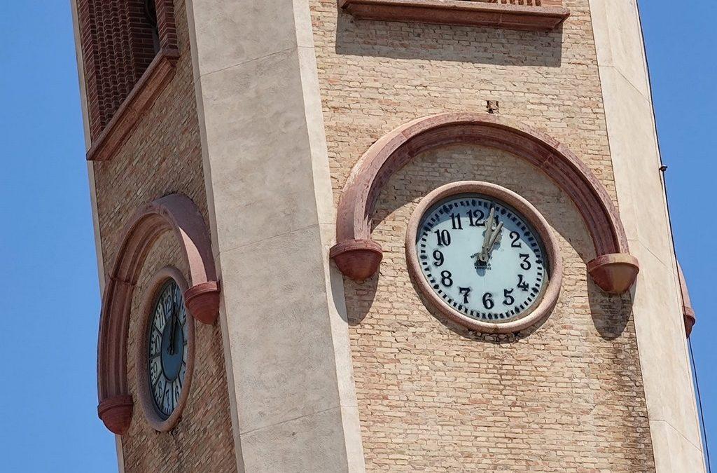 L'Ajuntament repara i rehabilita el gran rellotge públic del campanar de Sant Miquel